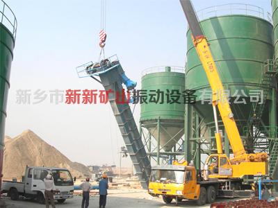 水泥厂的斗式提升机安装现场